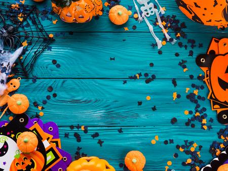 할로윈 파티 기호 장식 프레임 - 호박, 과자, 뼈대, 거미, 웹, 어두운 색종이. 휴일 초대 프레임 스톡 콘텐츠 - 87987768
