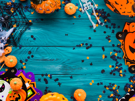 Halloween party symbol decorations frame - pumpkins, sweets, skeletons, spiders, web, dark confetti. Holiday invitation frame Stock Photo - 87987768