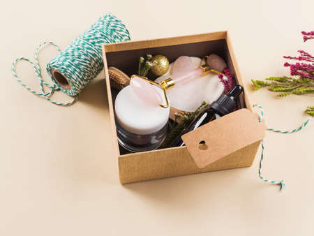 Zero waste beauty christmas new year gift box with flowers. Guasha, essential oil, bamboo toothbrushes, cotton pads, cream. 版權商用圖片