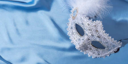 White venetian carnival mask with feather Stockfoto