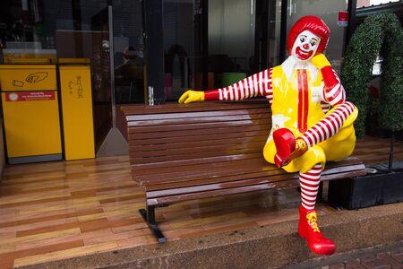 Pattaya,Thailand - July 07,2018 : Photo of Ronald Mcdonald sit on the bench in front of Mcdonald shop n Walking street Pattaya. Redakční