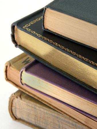 illiteracy: Primer plano de una pila de libros antiguos.  Foto de archivo