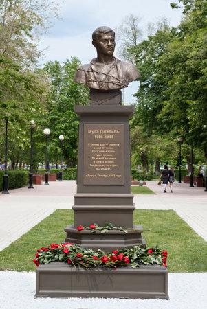 ASTRAKHAN - 13. MAI: Denkmal des tatarischen Dichters, Held der Sowjetunion Musa Mostafa Dzhalil. 13. Mai 2017 in Astrachan, Russland.