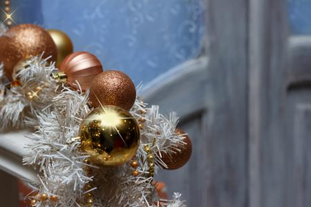 Christmas brown golden balls and white garland decorations on door's background. Standard-Bild - 90846373