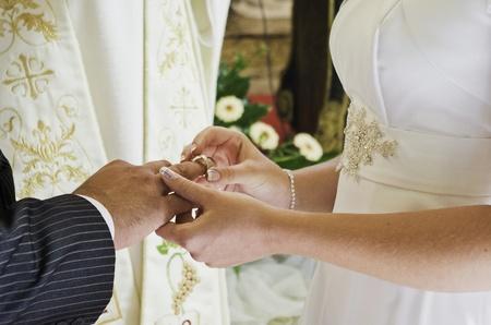 familia en la iglesia: ceremonia de la boda