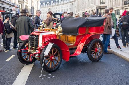 london to brighton: LONDON - November 01 : Regent street motor show - Oldtimert.Presentation before race Lonton to Brighton. 1st November 2014 LONDON.UK