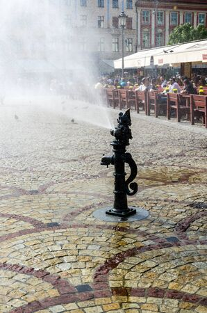 pl: WROCLAW,PL 24 JUNE - Hot day, foubtain showering old market in Wroclaw ,Poland - 24 June 2015 Stock Photo