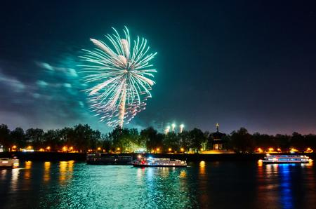 guy fawkes night: Lndon, Uk 2015, 7 novembre Guy Fawkes fuochi d'artificio a Southbank del fiume Tamigi. Londra, 7 nov 2015
