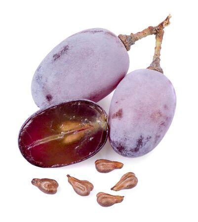 pépins de raisin et baies sur un fond blanc