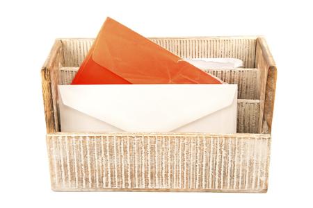 telegrama: Devider de madera con las cartas aisladas Foto de archivo