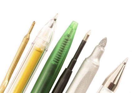 ball pens stationery: Varias plumas y l�pices cerca aisladas Foto de archivo