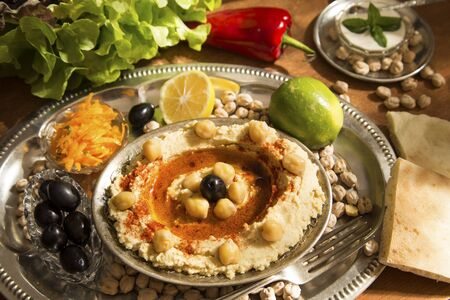 Hummus with the fresh vegetables and the pita bread