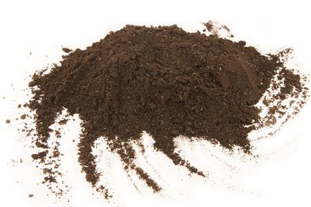 白い背景で隔離土壌ヒープ