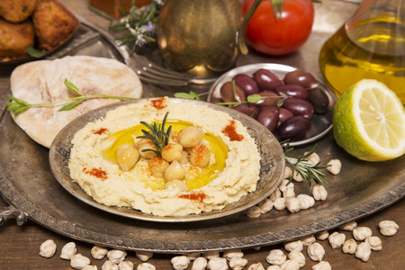 Hummus and falafel on a silver tray Stockfoto