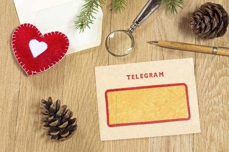 telegrama: Decoraci�n de Navidad con el telegrama de la vendimia Foto de archivo