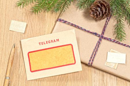 telegrama: Fondo de Navidad con el telegrama de la vendimia Foto de archivo