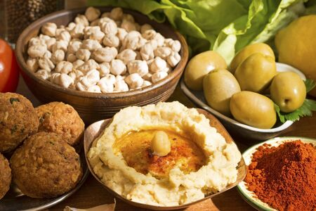 hummus: Hummus and falafel with vegetables
