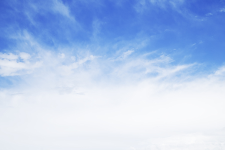 Blue sky with the white clouds Imagens