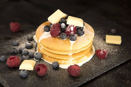 Pancakes with berries, white chocolate and cream Reklamní fotografie