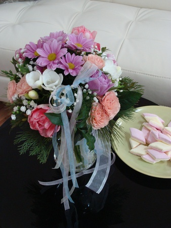 tulips in vase: Pink bouquet of spring flowers