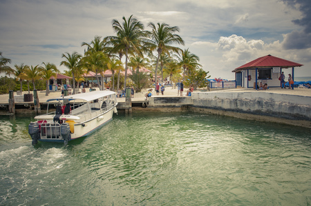 PRINCESS CAYS, FEBRUARY 2015 - Tender boat from a cruise ship docking in the port of Princess Cays island, disembarking passengers and tourists. 新聞圖片