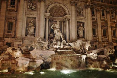 トレビの泉ローマの夜