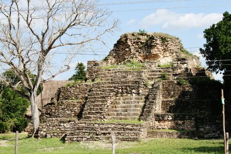 Small mayan temple next to freeway in Mexico Banco de Imagens