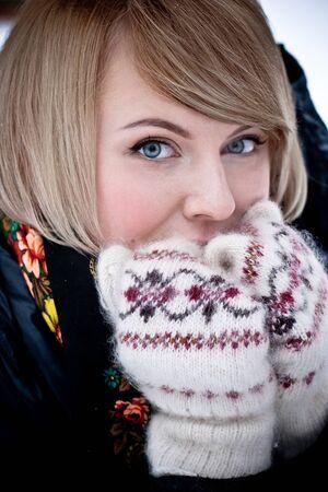 Pretty caucasian woman in a winter park Stock Photo - 9031455