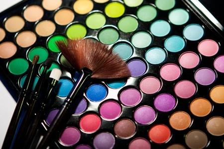 maquillage yeux: Ensemble de maquillage. Palette de fard multicolore professionnel  Banque d'images