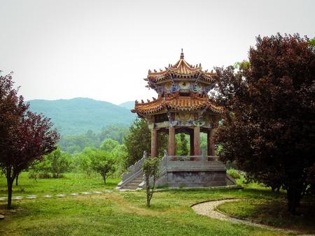 monasteri: Tempio di Shaolin in Dengfeng della provincia di Henan, Cina. Tempio di Shaolin in Dengfeng della provincia di Henan, Cina.