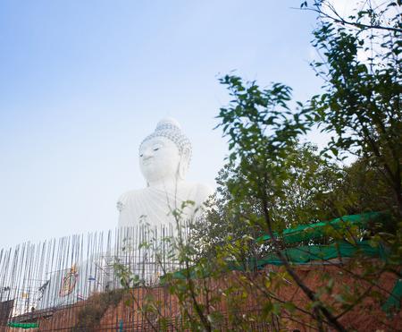 marmorate: La statua in marmo di Big Buddha nell'isola di Phuket, in Thailandia Archivio Fotografico