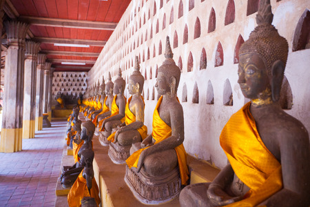 anon: Lao, Vientiane - Wat Si Saket temple. Built between, 1819 and 1824 by Chao Anon, is believed to be Vientianes oldest surviving temple.
