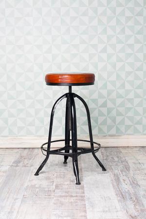 arredamento classico: vecchia sedia d'epoca in camera Archivio Fotografico