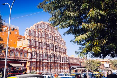 rikscha: JAIPUR, INDIA - JAN 17: Hawa Mahal or Place of winds or breeze January 17, 2017 Rajasthan, India