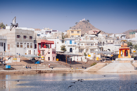 View of the City of Pushkar, Rajasthan. Оne of the holiest city in India. Imagens