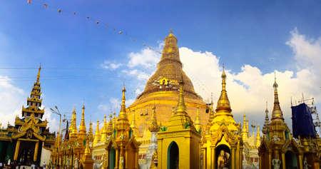 Yangon, Myanmar JANUARY 10. 2019. View of Shwedagon Pagoda at the sunset 新聞圖片
