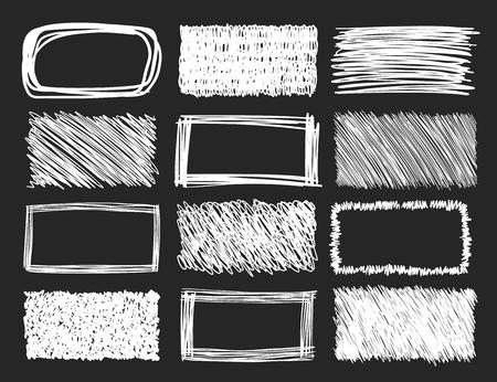 Ensemble de cadres de gribouillis dessinés à la main sur un fond de tableau noir, collection d'éléments de conception vectorielle. Vecteurs