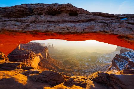 mesa: Mesa Arch sunrise, Canyonlands National Park, Utah USA