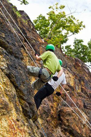 abseilen: Cliff Abseilstellen Erholung in Nakhon Nayok, Thailand Editorial