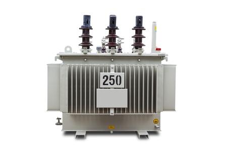 Driefase 250 kVA gegolfde vin hermetisch gesloten type olie ondergedompeld transformator, geïsoleerd op een witte achtergrond met clipping path