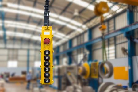 Beweging afstandsbediening hanger schakelaar voor bovenloopkraan in de fabriek Stockfoto