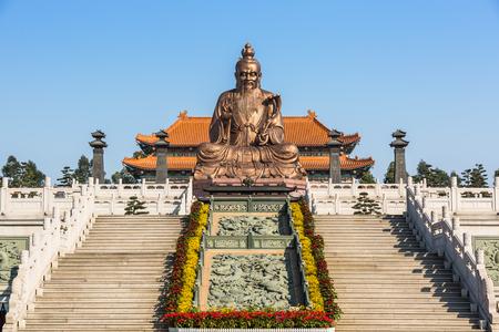 Laozi standbeeld bij taoïstische tempel in Guangzhou Redactioneel