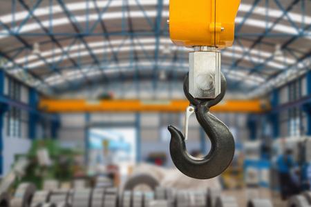 Metallic industriële haak voor het heffen van zware ding in de fabriek Stockfoto - 44248471