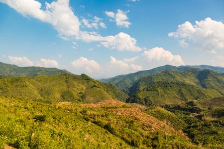 deforestacion: �rea de deforestaci�n diezmado en algunas monta�as de Laos Foto de archivo