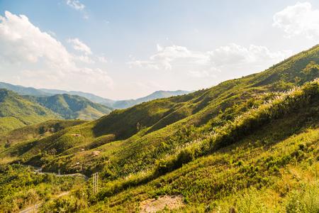 deforestacion: Montañas de deforestación diezmado con los restos de árboles en Laos Foto de archivo