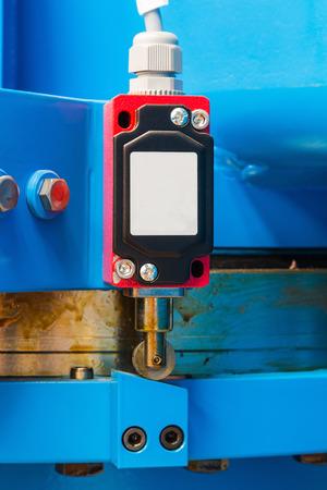 Industriële soort eindschakelaar geïnstalleerd op de machine Stockfoto