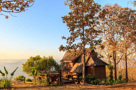 hospedaje: casas de alojamiento en Mae Chaem en la mañana, provincia de Chiang Mai, Tailandia
