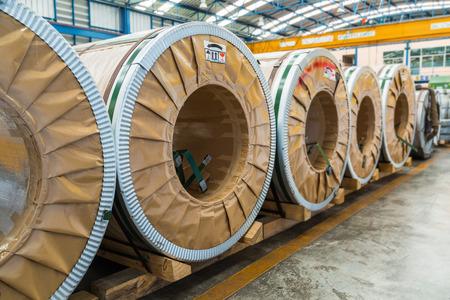 silicio: bobinas de acero o de acero al silicio laminados en fr�o en el �rea de almacenamiento en almac�n o en la f�brica Foto de archivo