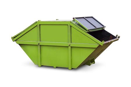 saltar: verde saltar de residuos municipales o de desechos industriales, aislado en fondo blanco