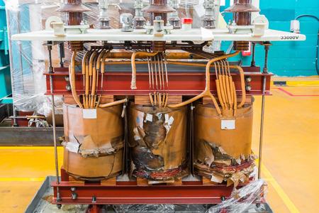 Schade driefasige oliebad transformator tonen schade aan de kern en spoelen